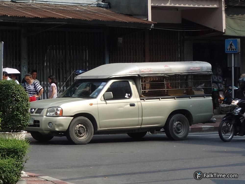 Songthaew-like private vehicle