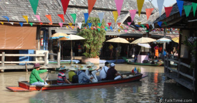 Boat at Pattaya floating market