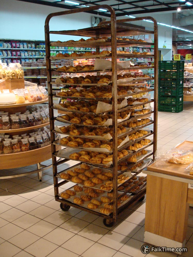 Pastry (croissants)