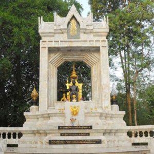 Rama VII monument in wat Yan