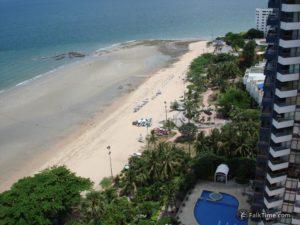 Low tide in Pattaya