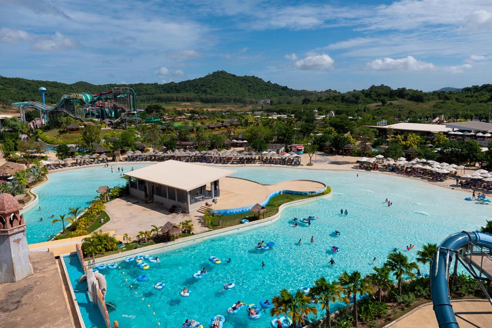 Double wave pool in Ramayana