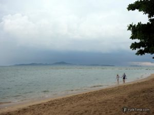 View to Ko Lan from Dongtan beach