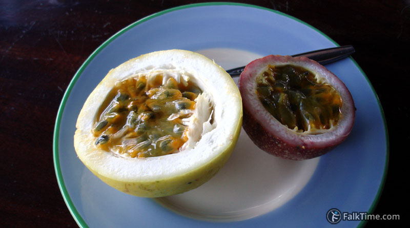 2 kinds of passion fruit - yellow & purple