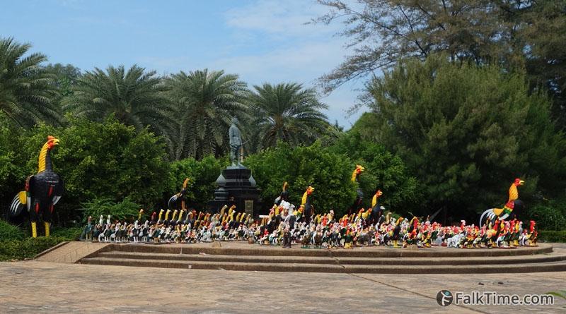 Naresuan monument